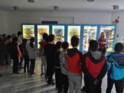 Οι μαθητές μας μπρος στα εκθέματα της HELMEPA