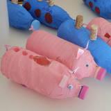 γαλάζια υποβρύχια και ροζ γουρουνάκια