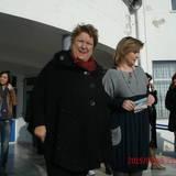 Η δήμαρχος με τη διευθύντρια του σχολείου μας